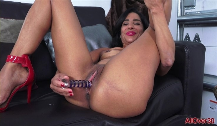 [Full HD] Amelia Belle - Ladies With Toys 24.08.20 - Amelia BelleModels Age: 47 - SiteRip-00:11:09 | Solo, Toys, Small Tits - 1 GB