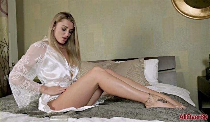 [Full HD] Bella Bond - Mature Pleasure 15.07.20 Bella BondModels Age: 30 - SiteRip-00:15:08 | Mature, Masturbate - 1,1 GB