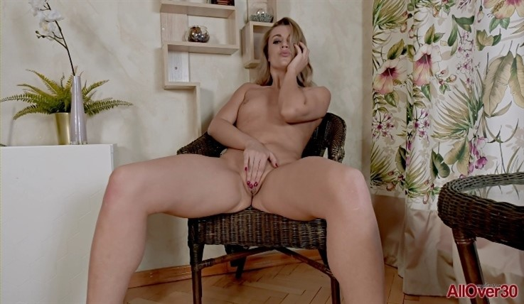 [Full HD] Bella Bond - Mature Pleasure 17.08.20 - Bella BondModels Age: 30 - SiteRip-00:15:11 | Mature, Small Tits - 1,1 GB