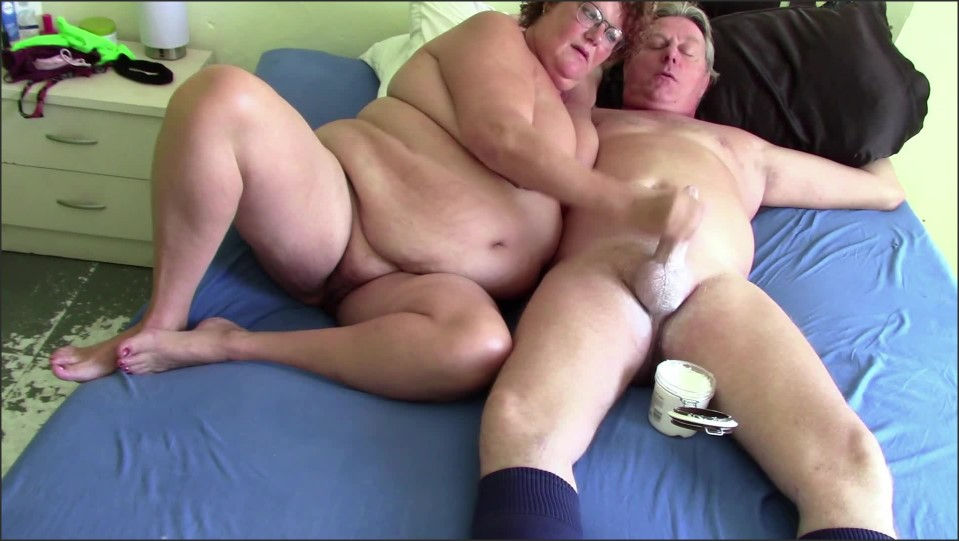 [Full HD] big tit wife jerks daddy with cream until cum   - Dutchies4Fun - -00:06:06 | Jerking Off, Mom, Mother - 133,7 MB