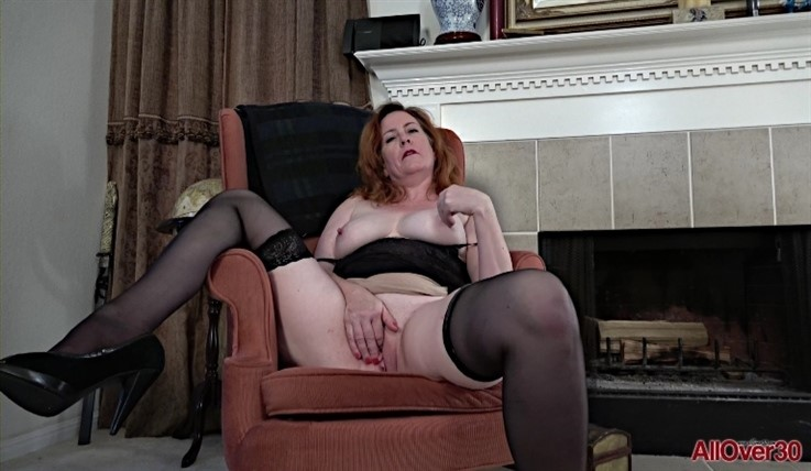 [Full HD] Caitlin Moore - Mature Pleasure 12.08.20 - Caitlin MooreModels Age: 53 - SiteRip-00:12:13 | Mature, Masturbate - 1 GB