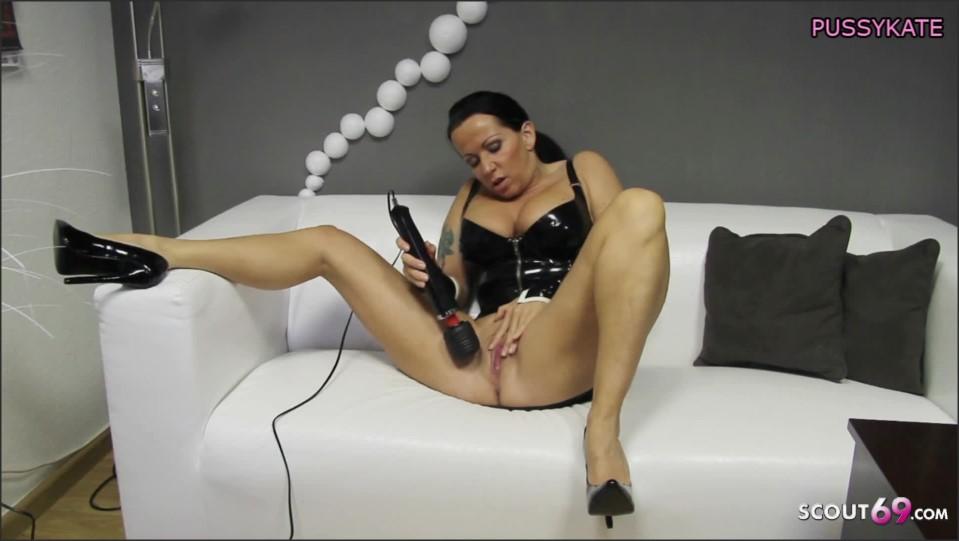 [Full HD] deutsche domina in latex gibt versauten dirty talk und bekommt orgasmus   - Katie-Pears - -00:08:07 | Slave Training, Wichsanleitung - 122,4 MB