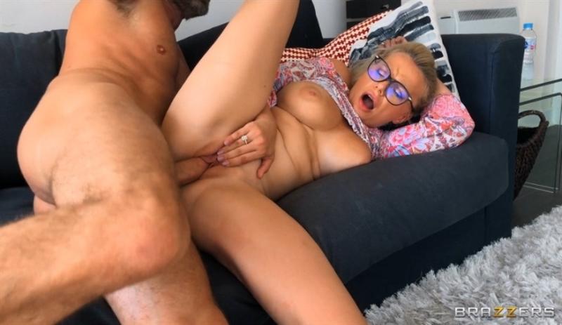 [HD] Elizabeth Romanova - Elizabeth Fucks Mom's New Boyfriend - Elizabeth Romanova - SiteRip-00:29:10 | Big Tits, All Sex - 677 MB