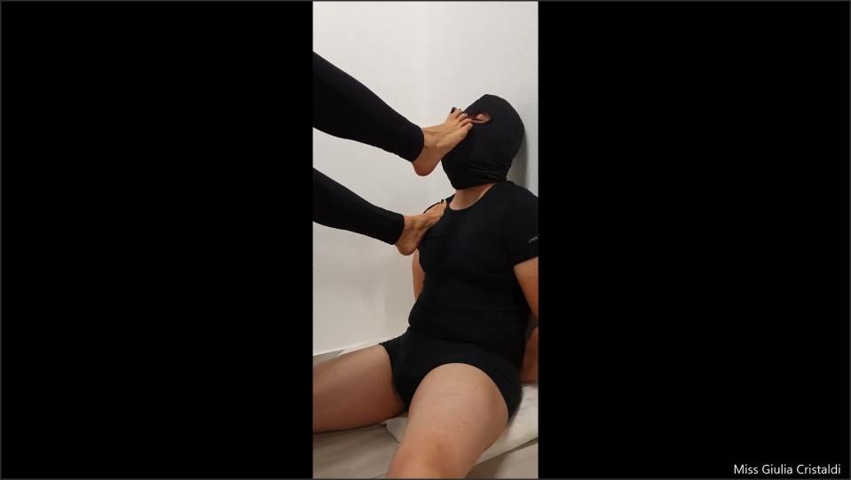 [Full HD] foot smelling foot licking footjob 1 parte con dialoghi   - Miss Giulia - -00:11:37 | Piedi, Adorazione Piedi, Role Play - 64,9 MB