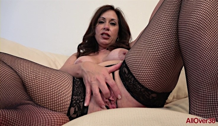 [Full HD] Samy Rodriguez - Mature Pleasure 21.08.20 - Samy RodriguezModels Age: 51 - SiteRip-00:12:31 | Posing, Masturbate - 1,1 GB