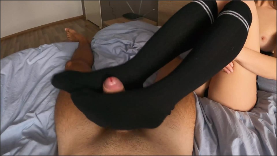 [Full HD] she wear a long knee socks and jerked my cock till i cum teasing cock with foot fetish   - BIGLOVASS4FREE - -00:13:16 | Ankle Socks, 4k 60fps, Teenager - 253,9 MB