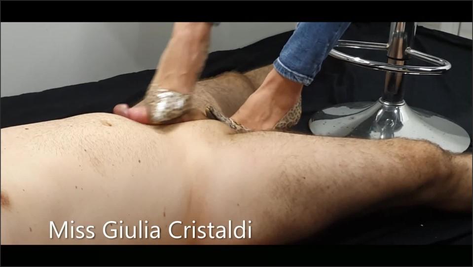 [Full HD] shoejob lo faccio venire sotto le suole   - Miss Giulia - -00:09:34 | Feet, Masturbate, Piedi - 148,7 MB