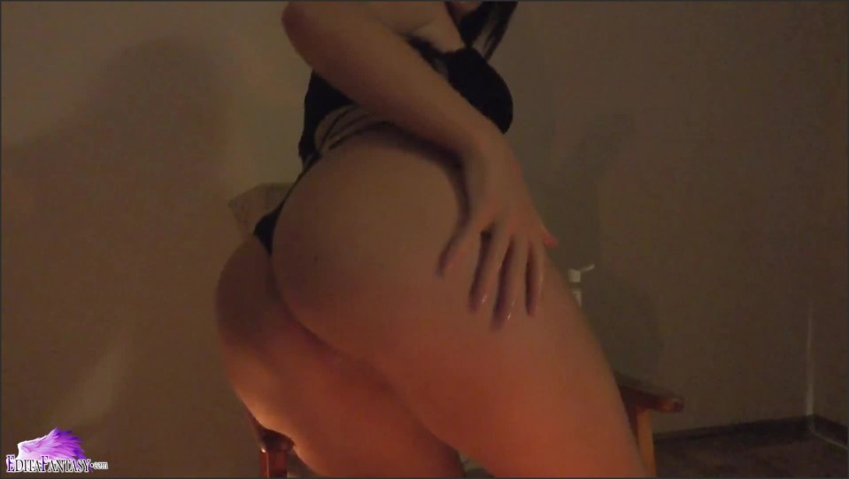 Smoking Girl In Lingerie Play With Oil And Fingering  07.12.2020