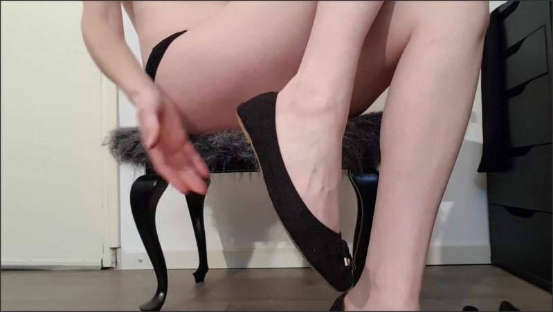 [Full HD] spelen met uitgedragen ballerina schoenen blote voeten en benen   - pinupdaisy - -00:15:44   Flats Shoes, Feet - 314,1 MB