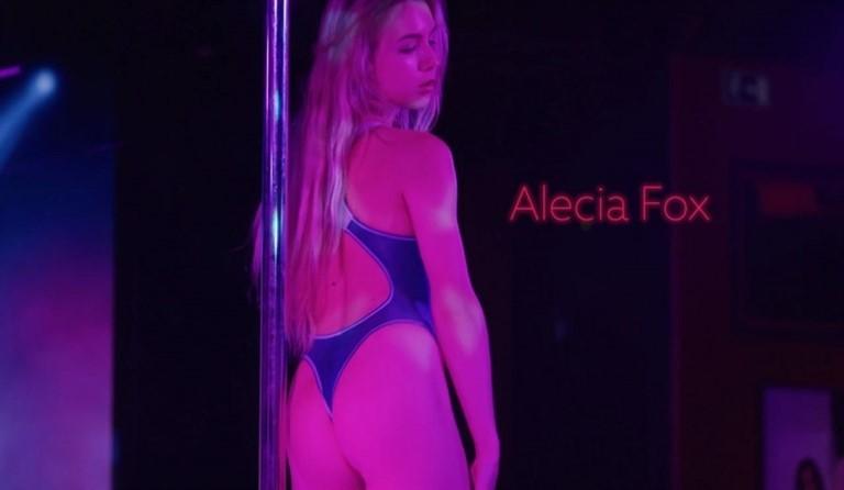 [HD] 3.02.20 Alecia Fox - Alecia'S Wet Dream Alecia Fox - SiteRip-00:09:48 | Softcore, Striptease, Solo - 158,9 MB