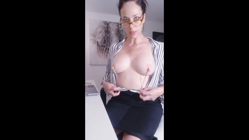 [SD] Adeline Lafouine Pervert Secretary Adeline Lafouine - ManyVids-00:10:08 | Anal,Anal Play,Butt Plug,MILF,Secretary - 140,8 MB