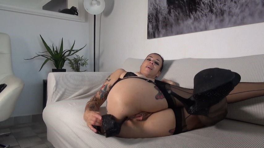 [HD] Adeline Lafouine Playing With My High Heels Adeline Lafouine - ManyVids-00:12:06 | High Heels,Lace/Lingerie,MILF,Shoe Fetish,Shoeplay - 891,6 MB