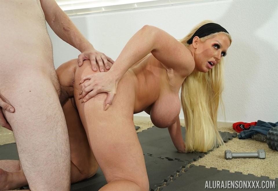 [4K Ultra HD] Alura Jenson - In Pumping Iron Cock Mix - SiteRip-00:21:45   Hardcore, MILF, Gonzo, All Sex - 1,6 GB