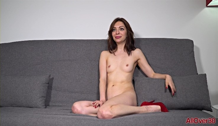 [Full HD] Beatrisa - Interview 22.08.20 Mix - SiteRip-00:11:00 | Solo, Interview, Posing, Small Tits - 872,8 MB
