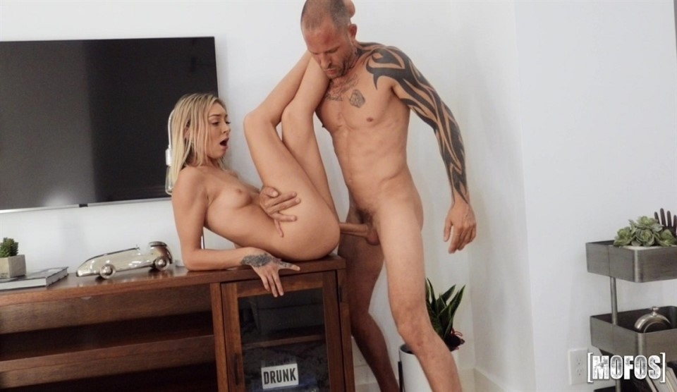 [Full HD] Chloe Temple - Sink Your Cock in Here Chloe Temple - SiteRip-00:27:41 | Blowjob, All Sex - 708,5 MB
