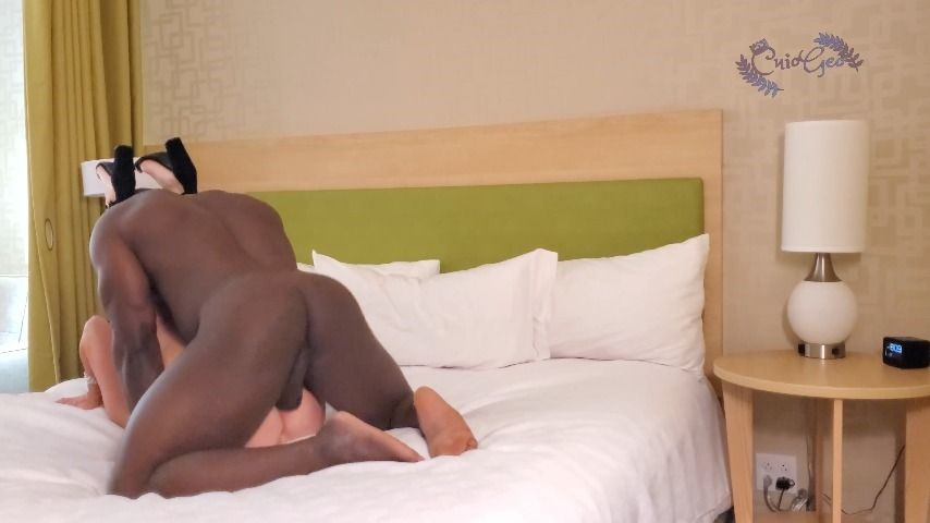 [4K Ultra HD] cuiogeo bull pounds hotwife while cuck watches CuioGeo - ManyVids-00:03:52 | Amateur,BBC,Cuckolding,Interracial,Hot Wives - 298,3 MB