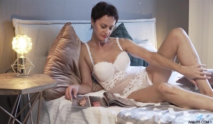 [Full HD] Daryna - European Beauty 10.06.20 Mix - SiteRip-00:15:46   Short Hair, Lingerie, Big Boobs, Puffy Nipples, Solo, Black Hair, Shaved Pussy, Short Girls - 1 GB