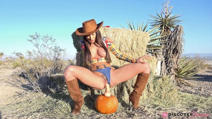 [4K Ultra HD] Davina Davis Woody Goes For A Ride On A Pumpkin Dildo Davina Davis - ManyVids-00:05:24   Cosplay,Costume,Dildo Fucking,Big Toys,Thanksgiving - 771,6 MB
