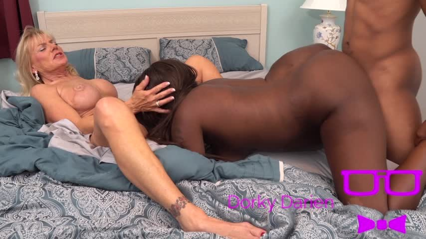 [Full HD] Dorkydarienxxx No Guest Allowed Promo Dorkydarienxxx - ManyVids-00:01:20 | Interracial,Ebony,Lesbian Domination,Threesome,Older Woman / Younger Woman - 195,5 MB