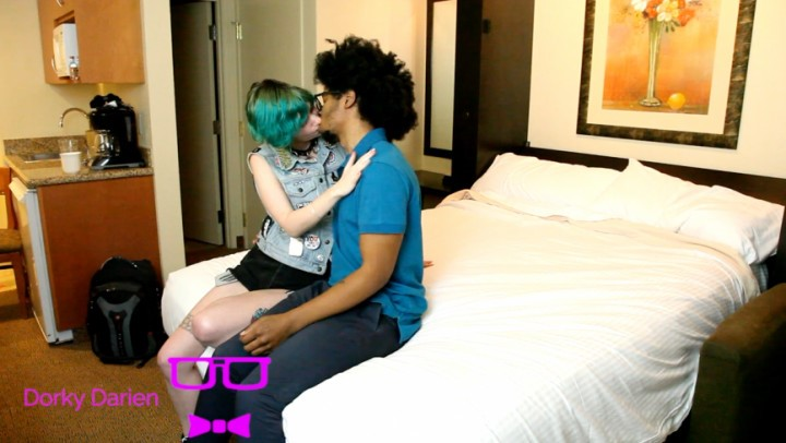 [Full HD] dorkydarienxxx rock out with your cock out Dorkydarienxxx - ManyVids-00:15:34 | Interracial,BBC,Hairy,Kissing,Queer - 428,3 MB
