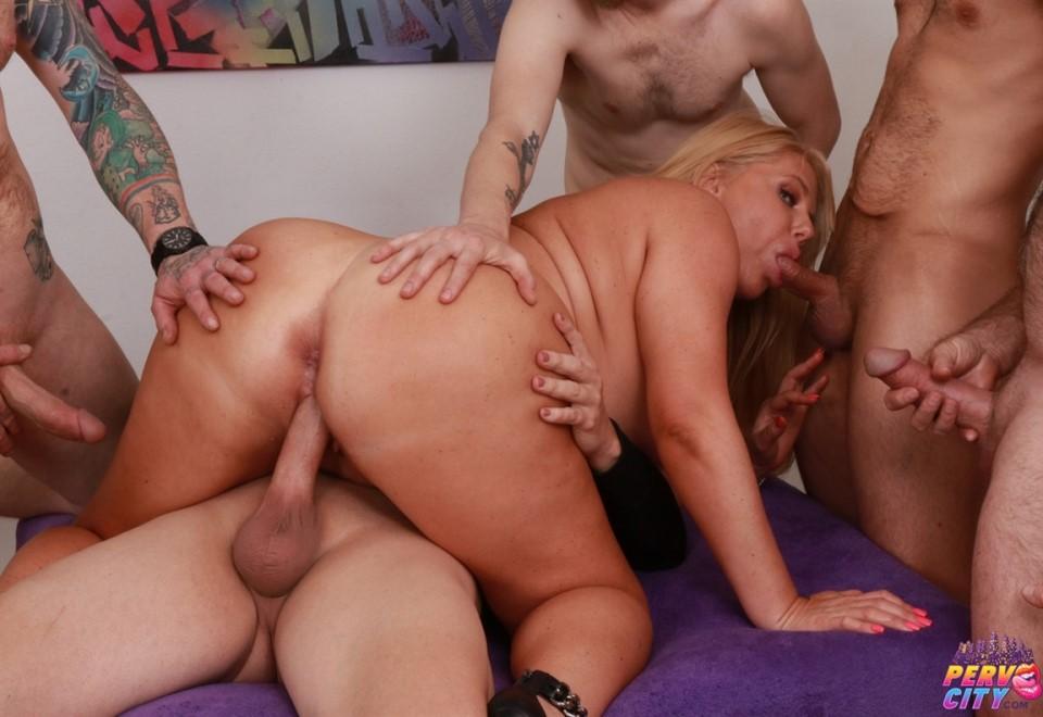[HD] Karen Fisher - Big Booty Blonde MILF Gangbang Mix - SiteRip-00:59:21 | Big Dick, Doggy Style, Big Ass, GangBang, Big Tits, Blowjob, Deepthroat, Cumshots, MILF, Blonde - 3,4 GB