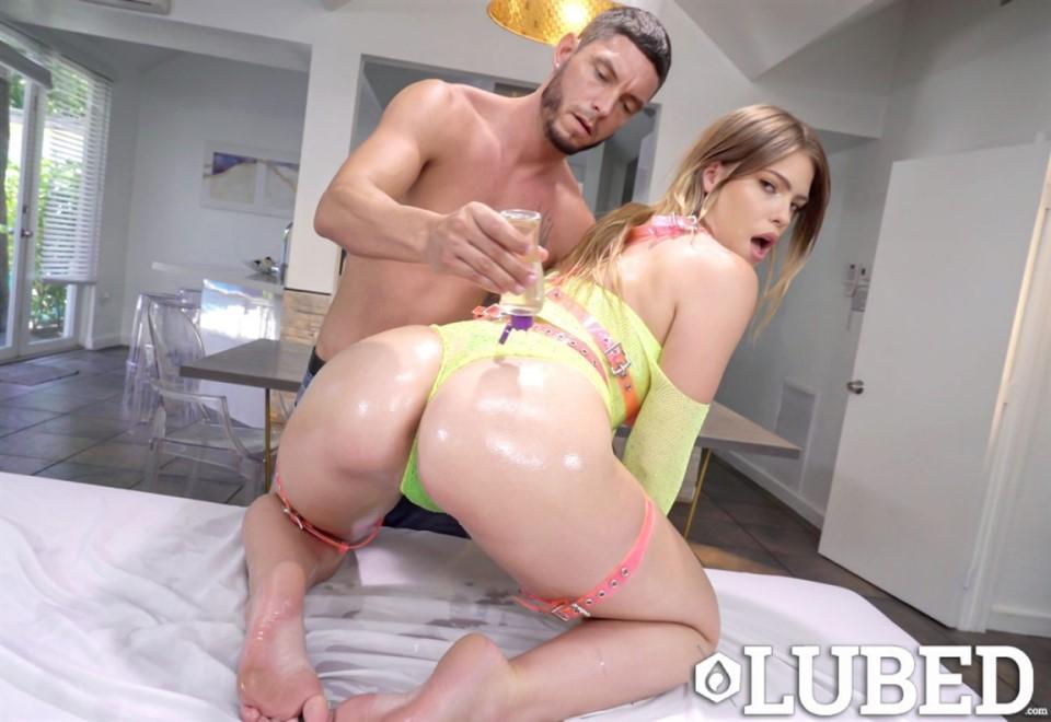 [4K Ultra HD] Leah Lee - Oiled Neon Leah Lee - SiteRip-00:38:41 | All Sex, Oil, Blowjob, Big Ass, Cum Shot, Masturbation, Big Tits - 4,7 GB