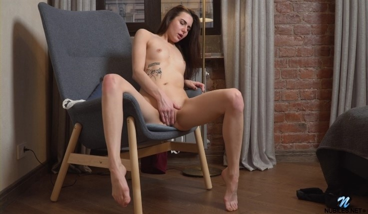 [Full HD] Lika - Pleasing Myself 26.07.20 Mix - SiteRip-00:13:40 | Fair Skin, Tall Girls, Socks, Girl Orgasm, Thongs, Long Hair, Brunette, Solo, Bras, Puffy Nipples, Shaved Pussy, Small Boobs, Masturbation - 868,4 MB
