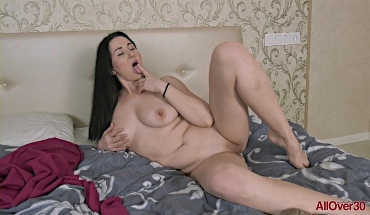 [Full HD] Liliya - Mature Pleasure 23.06.20 LiliyaModels Age: 41 - SiteRip-00:15:30 | Masturbate, Big Tits, Mature, Posing, Solo - 975,4 MB