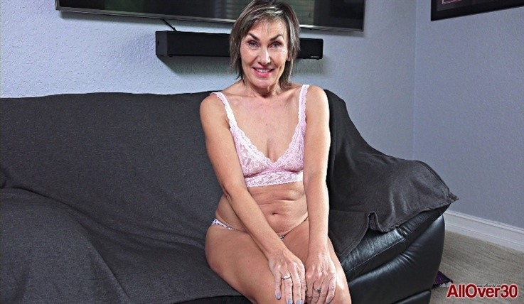 [Full HD] Lillian Tesh - Mature Pleasure 31.07.20 Lillian TeshModels Age: 59 - SiteRip-00:11:02 | Masturbate, Posing, Solo, Mature, Medium Tits - 1,4 GB