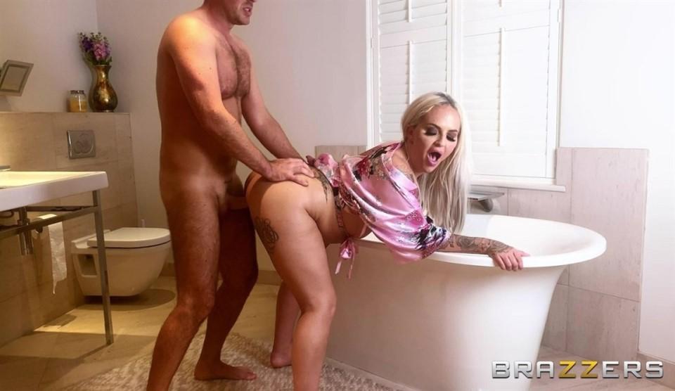[HD] Louise Lee - Bubble Bath Milf Sex Louise Lee - SiteRip-00:21:59 | All Sex, Big Tits, POV, Blowjob - 246,2 MB
