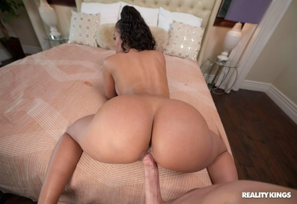[Full HD] Luna Star - Dreaming Of Luna Luna Star - SiteRip-00:29:37 | Handjob, Deep Throat, Bikini, Oil, Curvy, Blowjob, Fisting, Latina, Big Tits, Pussy Licking, Rough, Creampie, All Sex, Wet, Cowgirl, Shaved, Bubble Butt - 993 MB