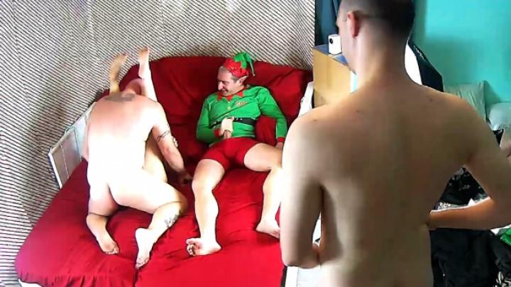 [Full HD] ohiohotwife823 hubby takes me while bulls watch OhioHotwife823 - ManyVids-00:02:38   Christmas,Gangbangs,MILF - 16 MB