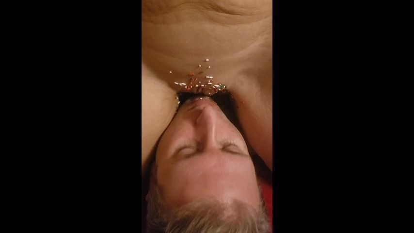 [SD] Ohiohotwife823 Yummy Yummy OhioHotwife823 - ManyVids-00:02:27 | Face Sitting,Licking,Christmas,Oral Sex,Pussy Eating - 42,3 MB