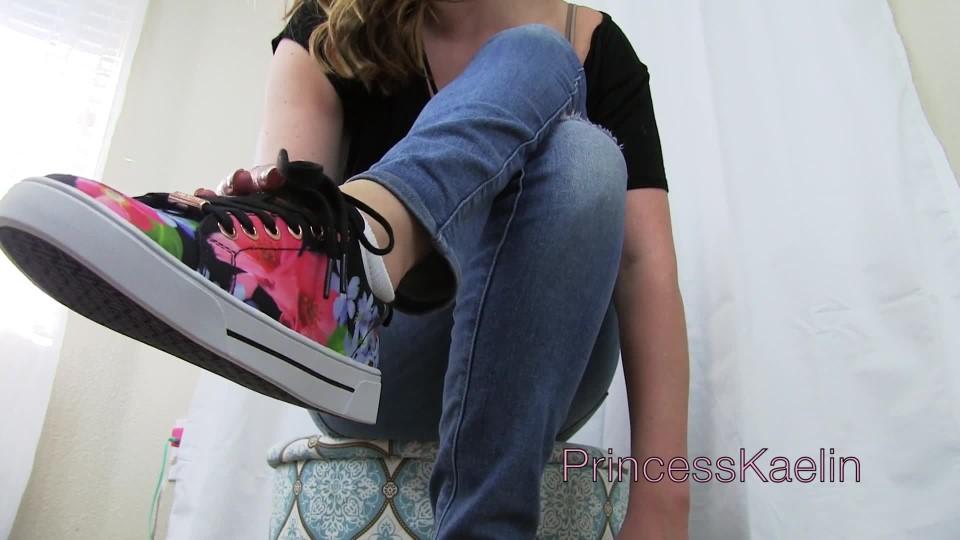 [Full HD] Princess Kaelin Expensive Sneaker Bitch Princess Kaelin - ManyVids-00:11:24   Sneaker Fetish,Foot Domination,Brat Girls,Financial Domination,Foot Fetish - 287,6 MB