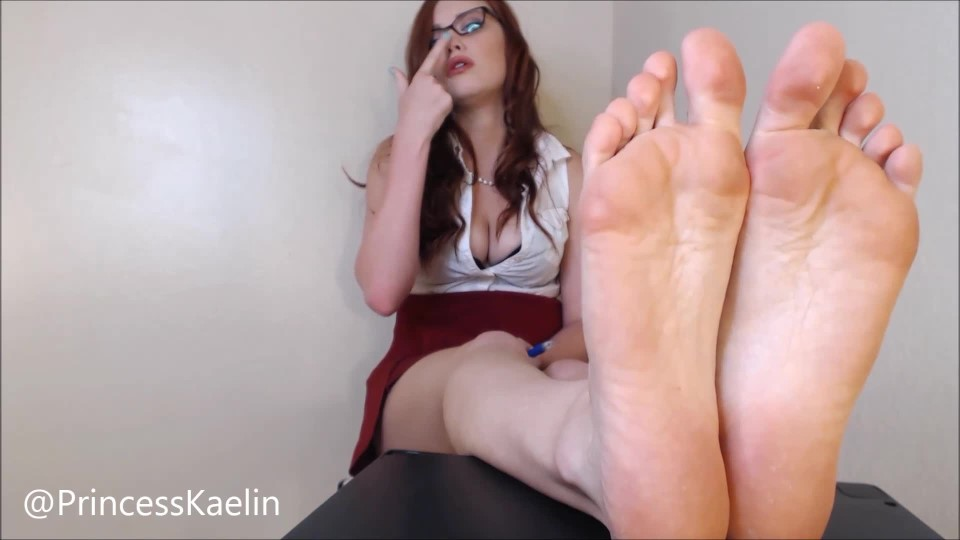 [Full HD] Princess Kaelin Foot Piggy Student Princess Kaelin - ManyVids-00:09:21 | Barefoot,Foot Domination,Teacher Fetish,Femdom,Foot Humiliation - 173,2 MB