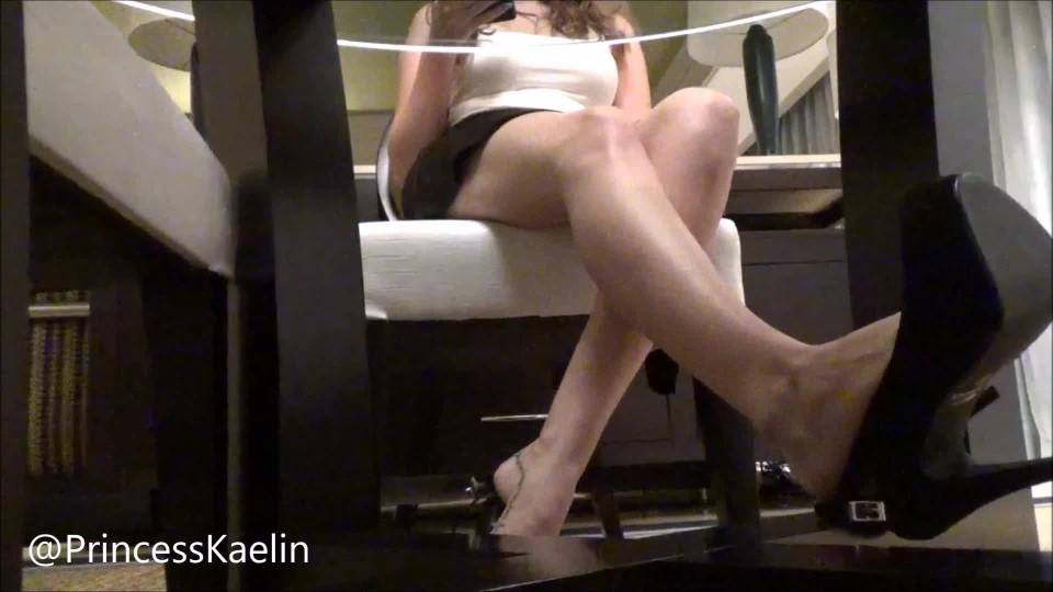 [Full HD] Princess Kaelin High Heel Dangle Ignore Princess Kaelin - ManyVids-00:05:24 | Dangling,High Heels,Barefoot,Brat Girls,Ignore - 858,2 MB
