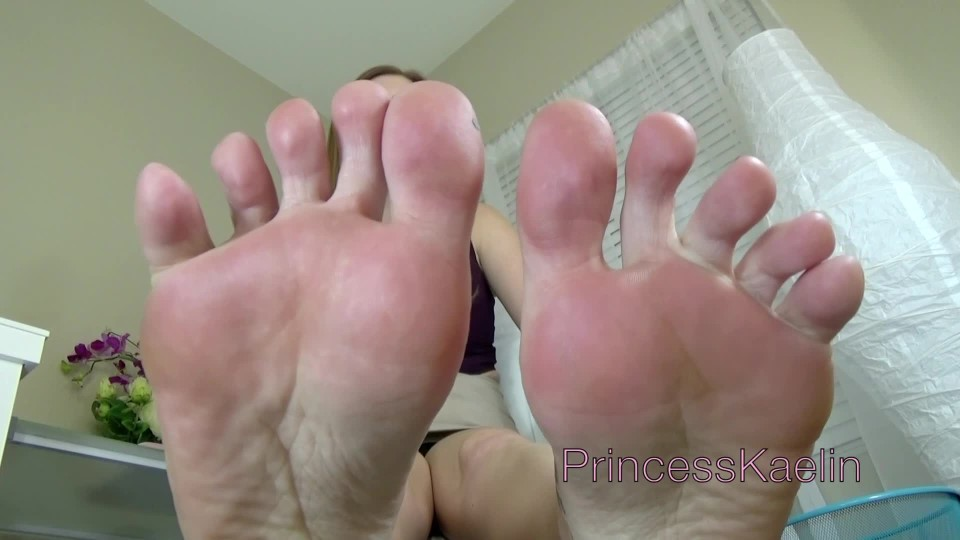 [Full HD] Princess Kaelin Mean Office Foot Job Princess Kaelin - ManyVids-00:11:04 | Femdom POV,Foot Domination,Foot Fetish,Foot Humiliation,Footjobs - 360,1 MB