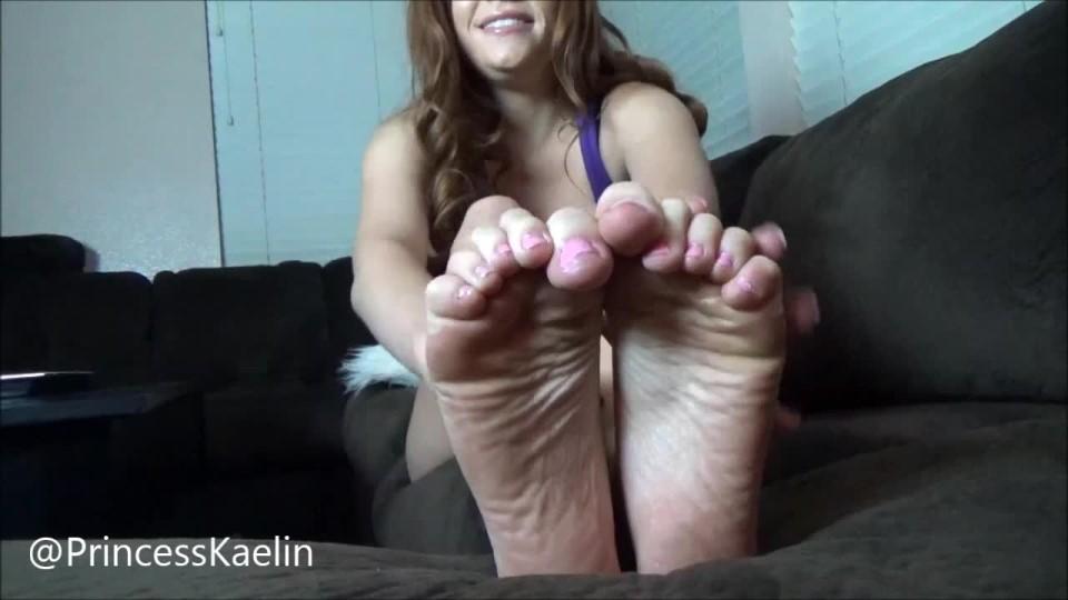 [HD] princess kaelin meet my princess feet Princess Kaelin - ManyVids-00:09:42 | Feet,Femdom,Fetish - 587 MB