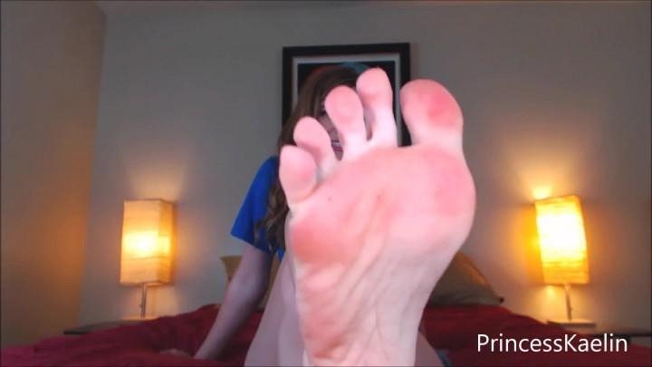 [Full HD] princess kaelin sorority foot sniffer Princess Kaelin - ManyVids-00:10:21 | Feet,Fetish - 167,6 MB