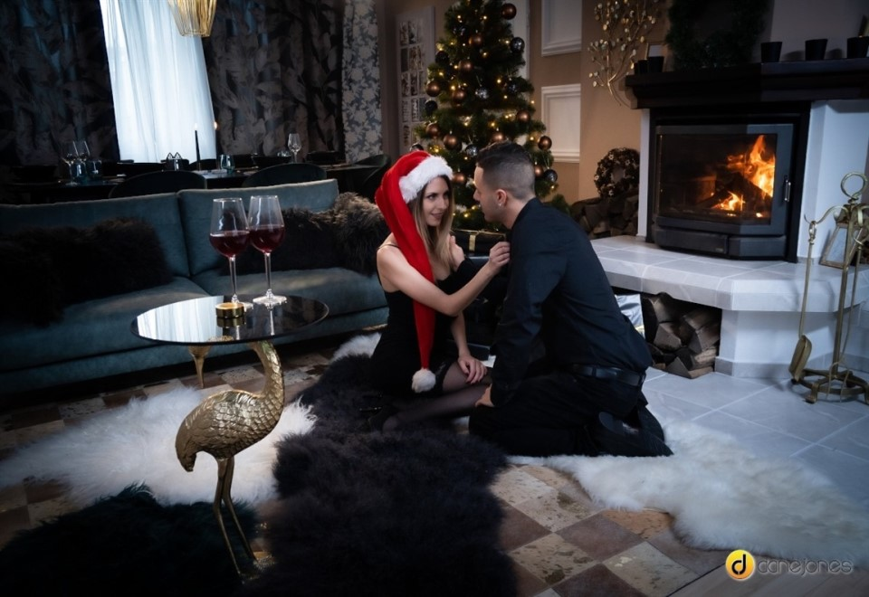 [Full HD] Rebecca Volpetti - Couple share orgasmic Xmas presents Rebecca Volpetti - SiteRip-00:35:04 | Big Dick, Couples, Small Tits, Kissing, Black Hair, Piercing, Natural Tits, Average Body, Euro...