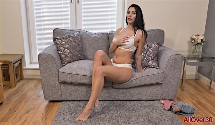 [Full HD] Roxy Mendez - Mature Pleasure 19.06.20 Roxy MendezModels Age: 31 - SiteRip-00:10:48 | Posing, Solo, Big Tits, Masturbate, Mature - 1,2 GB