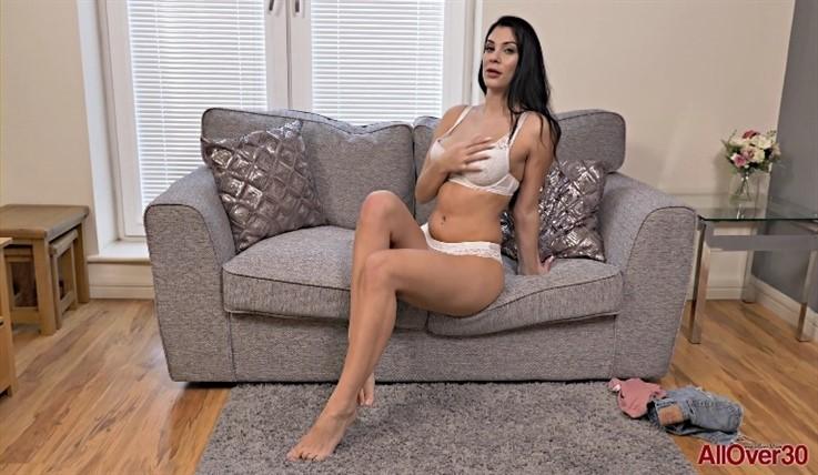 [Full HD] Roxy Mendez - Mature Pleasure 19.06.20 Roxy MendezModels Age: 31 - SiteRip-00:10:48 | Posing, Solo, Big Tits, Masturbate, Mature - 1,2 GB