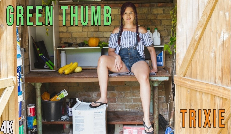 [Full HD] Trixie - Green Thumb Trixie - SiteRip-00:11:33 | Pig Tails, Solo Girl, Fingering, Hairy, Small Boobs, Outdoors - 665,1 MB