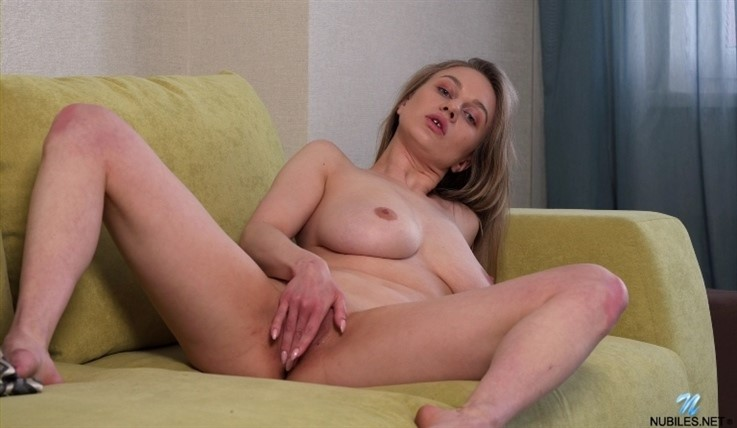 [Full HD] Valerie Duval - Busting Out 18.08.20 Mix - SiteRip-00:19:20 | Brunette, Girl Orgasm, Shaved Pussy, Fair Skin, Solo, Tall Girls, Masturbation, Long hair, Big Areolas, Big Boobs - 1,1 GB