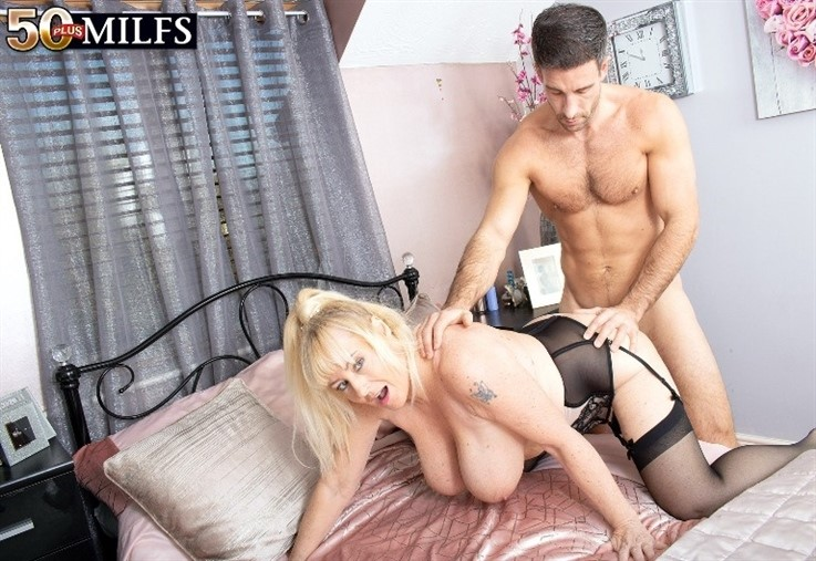 [4K Ultra HD] Wendy Leigh - Sex With a Busty British MILF Named Wendy Leigh 31.12.20 Wendy Leigh - SiteRip-00:21:47   All Sex, Cum on Tits, Blonde, Big Tits, Blowjob, TitSucking, Doggy Style, Matur...