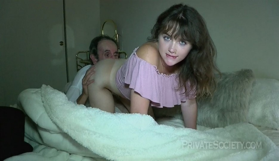 [HD] Basil Rose - Some Twisted History Mix - SiteRip-00:18:27 | Amateur, Toy, Brunette, Pussy Licking, Doggystyle, Blowjob, Old, Teen - 949,8 MB