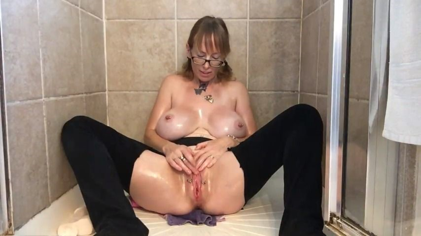[HD] Boltonwife Crotchless Masturbation Fun Boltonwife - ManyVids-00:13:49 | MILF,Oil,Dildo Fucking,Anal Play - 51,9 MB