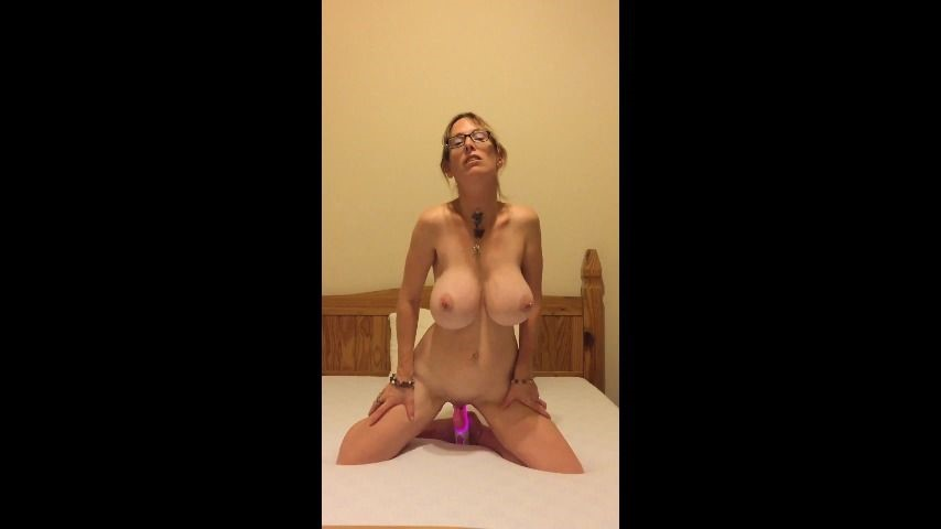 [SD] Boltonwife Masturbating For Daddy Boltonwife - ManyVids-00:12:20 | Big Boobs,Daddy Roleplay,Daddys Girl,Dildo Riding,MILF - 141,8 MB