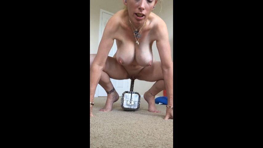 [SD] Boltonwife Thor Hammer Fuck Boltonwife - ManyVids-00:07:58 | Big Tits,MILF,Solo Masturbation - 90,1 MB
