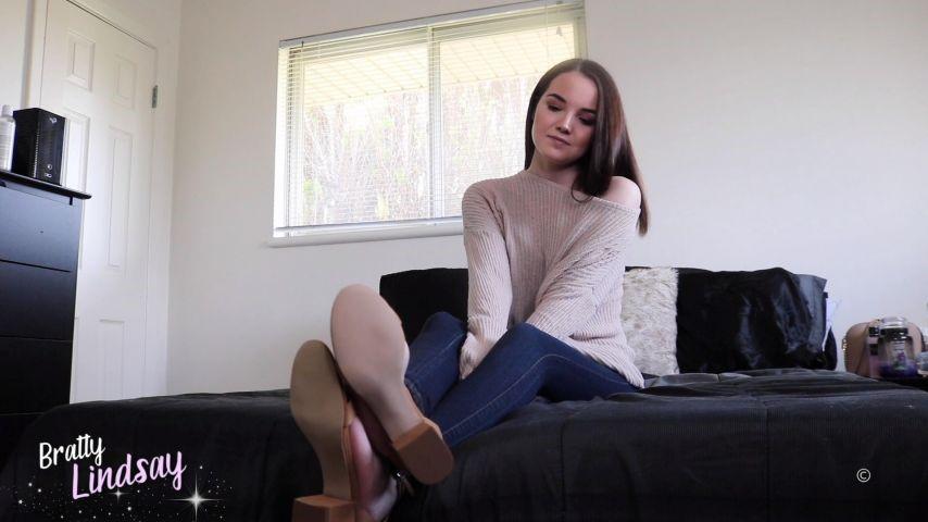 [Full HD] Bratty Lindsay Creamy Shoes Bratty Lindsay - ManyVids-00:11:29 | Cum Eating Instruction,JOI,Shoe Fetish,Foot Worship,Cum Countdown - 257,6 MB